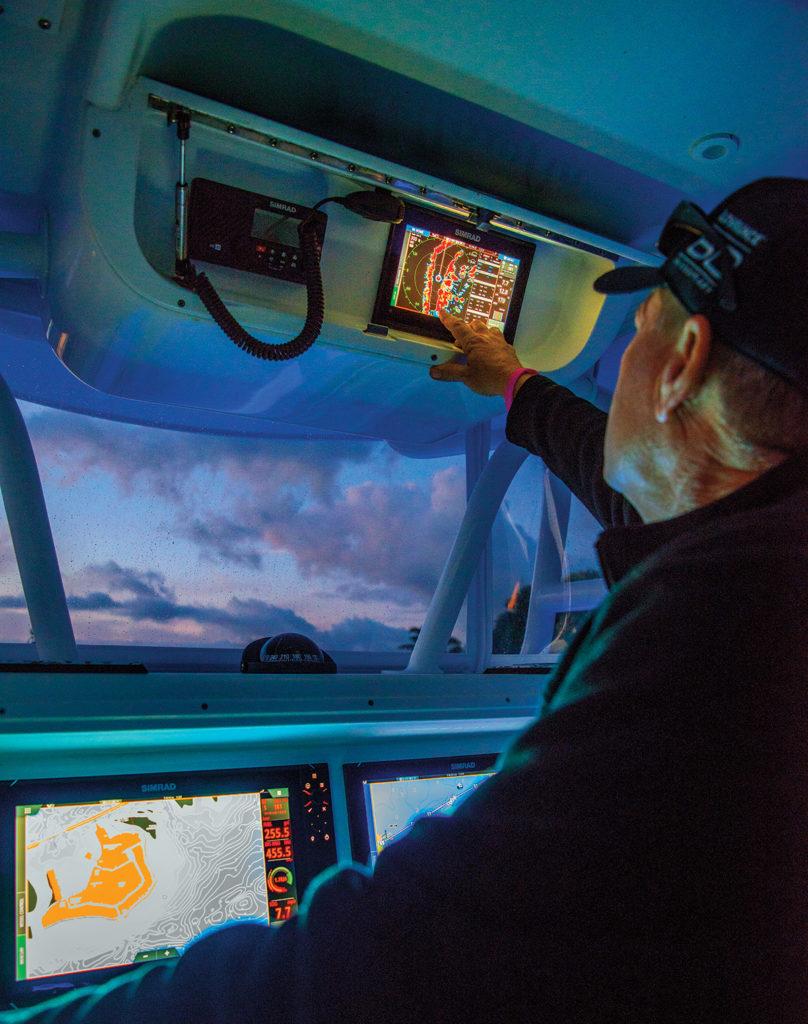 2018 2 Marine Electronics Round UpSimrad GO9 XSE Adjusting Radar On Yellowfin