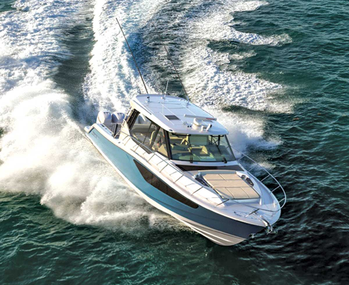 Whaler 405 Conquest Turning