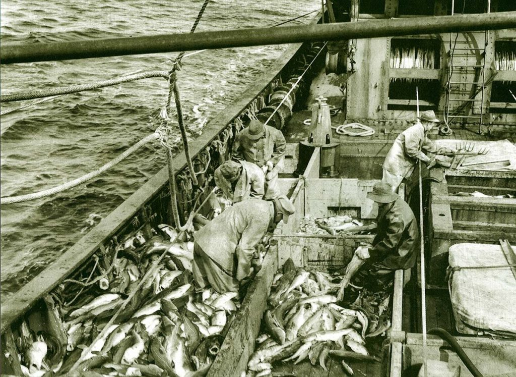This old photo of an ancient wooden cod dragger